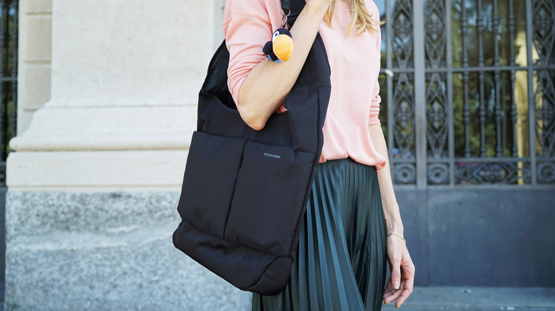 e15eb9eea06df   p pSmukła i kompaktowa torba kompatybilna z notebookami i ultrabookami  15.6